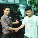 Foto Penyerahan Mobil 1 Sales Marketing Dealer Daihatsu Gresik Erwan SG