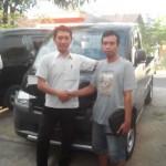 Foto Penyerahan Mobil 3 Sales Marketing Dealer Daihatsu Gresik Erwan SG