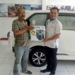 Foto Penyerahan Unit 1 Sales Marketing Mobil Dealer Daihatsu Sragen Bowo