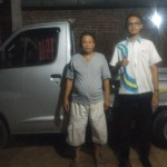 foto-penyerahan-unit-2-sales-marketing-mobil-dealer-daihatsu-demak-miftakhul-munir