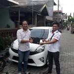 Foto Penyerahan Unit 12 Sales Marketing Mobil Dealer Toyota Surabaya Akmal