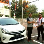 Foto Penyerahan Unit 14 Sales Marketing Mobil Dealer Toyota Surabaya Akmal