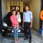 Foto Penyerahan Unit 2 Sales Marketing Dealer Mobil Toyota Jember Taufiq