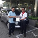 Foto Penyerahan Unit 2 Sales Marketing Mobil Dealer Toyota Surabaya Akmal