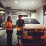 Foto Penyerahan Unit 2 Sales Marketing Mobil Toyota Erna