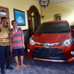 Foto Penyerahan Unit 20 Sales Marketing Mobil Dealer Toyota Surabaya Akmal