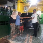Foto Penyerahan Unit 3 Sales Marketing Mobil Dealer Toyota Surabaya Akmal