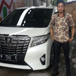 Foto Penyerahan Unit 4 Sales Marketing Mobil Dealer Toyota Jember Taufiq
