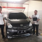 Foto Penyerahan Unit 4 Sales Marketing Mobil Dealer Toyota Surabaya Akmal