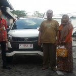 Foto Penyerahan Unit 5 Sales Marketing Mobil Dealer Toyota Jember Taufiq