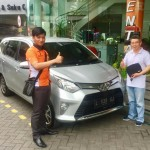 Foto Penyerahan Unit 5 Sales Marketing Mobil Dealer Toyota Surabaya Akmal