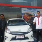 Foto Penyerahan Unit 7 Sales Marketing Mobil Dealer Toyota Jember Taufiq