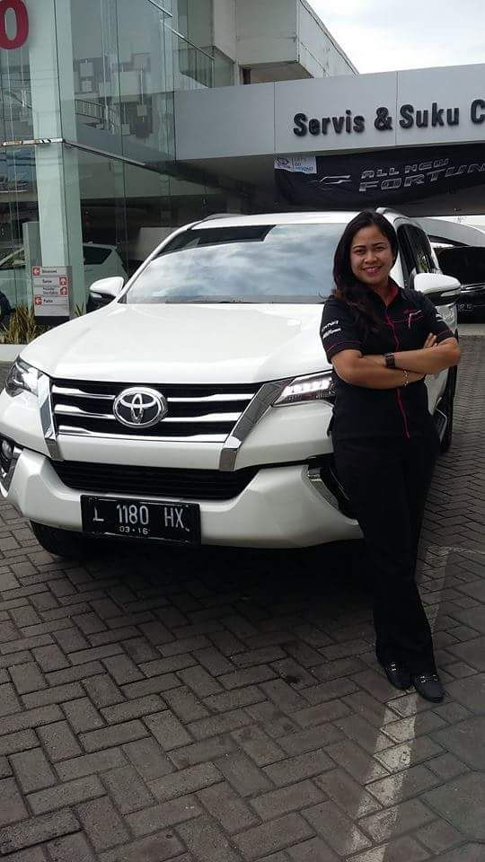 Sales Marketing Mobil Toyota Erna