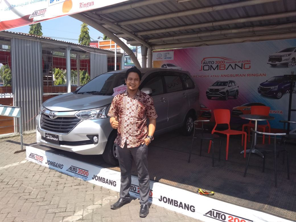 Sales Marketing Mobil Toyota Leo