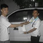 Foto Penyerahan Unit 1 Sales Marketing Mobil Dealer Daihatsu Pekanbaru Nandos