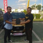 Foto Penyerahan Unit 1 Sales Marketing Mobil Dealer Datsun Andri