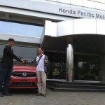 Foto Penyerahan Unit 1 Sales Marketing Mobil Dealer Honda Andri