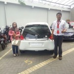 Foto Penyerahan Unit 1 Sales Marketing Mobil Dealer Honda Arif