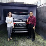foto-penyerahan-unit-1-sales-marketing-mobil-dealer-toyota-garut-riki-wildani