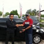Foto Penyerahan Unit 10 Sales Marketing Mobil Datsun Pekanbaru Karim