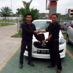 Foto Penyerahan Unit 12 Sales Marketing Mobil Datsun Pekanbaru Karim