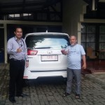 Foto Penyerahan Unit 14 Sales Marketing Mobil Dealer Toyota Indramayu Ryan