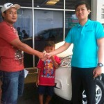 foto-penyerahan-unit-15-sales-marketing-mobil-dealer-toyota-sumedang-atep-sucita