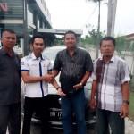 Foto Penyerahan Unit 17 Sales Marketing Mobil Datsun Pekanbaru Karim