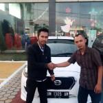 Foto Penyerahan Unit 19 Sales Marketing Mobil Datsun Pekanbaru Karim