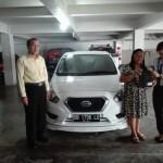 Foto Penyerahan Unit 2 Sales Datsun Manado Atau Marketing Mobil Dealer Datsun Manado Lia Maidangkay