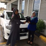 Foto Penyerahan Unit 2 Sales Marketing Mobil Dealer Datsun Aceh Nita