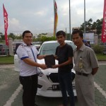 Foto Penyerahan Unit 2 Sales Marketing Mobil Dealer Datsun Andri