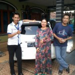 foto-penyerahan-unit-2-sales-marketing-mobil-dealer-datsun-lampung-rustam-ali