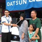 Foto Penyerahan Unit 2 Sales Marketing Mobil Dealer Datsun Palopo