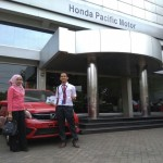 Foto Penyerahan Unit 2 Sales Marketing Mobil Dealer Honda Andri
