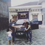 foto-penyerahan-unit-2-sales-marketing-mobil-dealer-toyota-garut-riki-wildani
