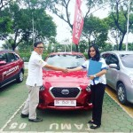Foto Penyerahan Unit 2 Sales marketing Mobil Dealer Datsun Wulan