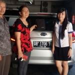 Foto Penyerahan Unit 3 Sales Datsun Manado Atau Marketing Mobil Dealer Datsun Manado Lia Maidangkay