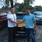 Foto Penyerahan Unit 3 Sales Marketing Mobil Dealer Datsun Andri