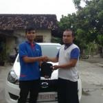 Foto Penyerahan Unit 3 Sales Marketing Mobil Dealer Datsun Solo Sukses Cahyo