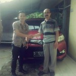 foto-penyerahan-unit-3-sales-marketing-mobil-dealer-toyota-garut-riki-wildani