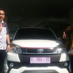 Foto Penyerahan Unit 3 Sales Marketing Mobil Dealer Toyota Indramayu Ryan