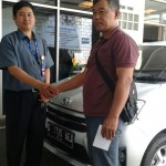 foto-penyerahan-unit-3-sales-marketing-mobil-dealer-toyota-sumedang-atep-sucita