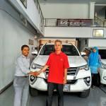Foto Penyerahan Unit 3 Sales Marketing Mobil Dealer Toyota Tasikmalaya Nono