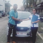 Foto Penyerahan Unit 3 Sales marketing Mobil Dealer Datsun Wulan