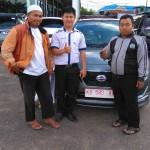 Foto Penyerahan Unit 4 Sales Marketing Mobil Dealer Datsun Pontianak Hendro