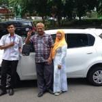 Foto Penyerahan Unit 4 Sales Marketing Mobil Dealer Datsun Solo Sukses Cahyo
