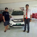 Foto Penyerahan Unit 4 Sales Marketing Mobil Dealer Honda Arif