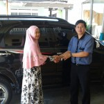foto-penyerahan-unit-4-sales-marketing-mobil-dealer-toyota-sumedang-atep-sucita