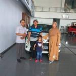 Foto Penyerahan Unit 4 Sales Marketing Mobil Dealer Toyota Tasikmalaya Nono